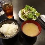 15264848 - ドリンク、ご飯、味噌汁、野菜サラダは食べ放題