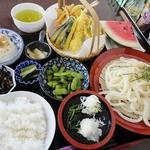 たんぽぽ - 【日替定食】天ぷらとうどんの定食(700円) 夜の日替わり定食は100円高になります