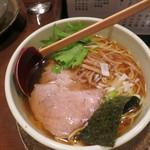 麺たつ - 料理写真:正油ラーメン580円