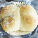 パン工房 シロクマ - 牛乳パン 120円