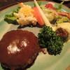 芭蕉 - 料理写真:芭蕉ランチ。見本の写真じゃぎっしりでしたが、小さいハンバーグでした。