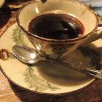 芭蕉 - 食後のコーヒー。炭焼きコーヒーのようなコクは少ないのに苦みの強いコーヒーでした。