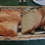 ビ アバンス - 自家製のパン・バケットが美味しい☆