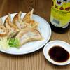 貘 - 料理写真:メディアから多数取材を受けた人気の餃子!