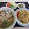 美楽園  - 料理写真:ラーメン定食700円焼き飯もけっこうなボリミ!