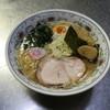 ブーケ - 料理写真:背脂煮干しラーメン 煮干しに背脂のコクを魚粉と共に提供します。