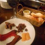 ソル セビージャ - パンと赤ワインと珍味