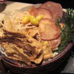 銀波 - 根菜チップスと素揚げ銀杏