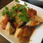 ビトレス - 鶏もも肉のパリっと焼 タプナードソース