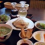 シンガポール料理 梁亜楼 - 海南鶏飯全景