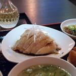 シンガポール料理 梁亜楼 - 鶏 遠景