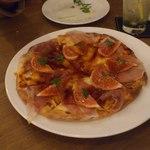 15420179 - イチジクと生ハムのピザ美味しかったです。