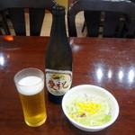 15424733 - キリンラガー中瓶とサービスのサラダ