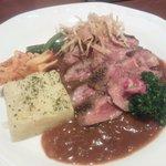 15425781 - 牛肉のタリアート(800円)肉の旨味が楽しめます