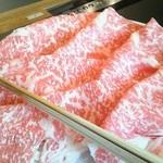 木曽路 - しゃぶしゃぶ(上)の肉です。普段は食べるどころか見ることも稀ですよ。