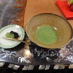 高野山 別格本山 總持院 - 料理写真:待合室でお菓子を頂く