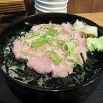 三崎市場 - ビンチョウマグロのネギトロ丼