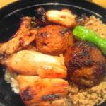 鳥与志 - 各種部位の焼き鶏がタップリ載ってます
