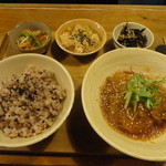 niji cafe -  B:本日のおかず(週替) / お惣菜2品 / 古代米入り玄米/ドリンク付き