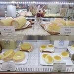 東京ミルクチーズ工場 - ショーケースの様子。