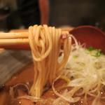 渡なべ - 麺は細めのストレート 固めに茹でられてます