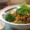 イタリアン食堂 良's - 料理写真:良'sオリジナルパリパリサラダ:新鮮グリーンサラダにパリパリ麺をトッピング!自家製オニオンドレッシングでどうぞ!