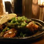 イチズ - 鶏なんこつとニンニクの芽炒め