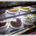 グロヴナーカフェ - 店内に美味しそうなケーキたちが。。。