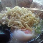 とんちゃんラーメン - 中太ちじれ麺が良い