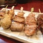 串焼酒処 神田屋 - 串焼き5本セット630円は安い。カシラ、ネック、マグロねぎ間、つくね、鳥ねぎ間。