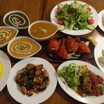 ムスカン - 料理写真:パーティーコース、4種類のカレー、ナンとライスお替り自由