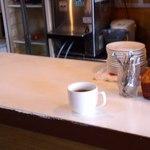 神味京 - 内観写真:カウンター上、サービスのコーヒー