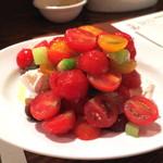 ロッツォシチリア - まるごと1個のモッツァレッラ いろんなトマトと