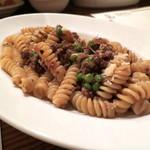 ロッツォシチリア - 和牛のラグーとグリンピースのフジッリ マルサラ風味