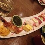 おおずし - 特上寿司。長~い皿が面白い