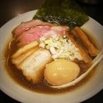 音麺酒家 楽々 - 肉煮干しらーめん ¥880