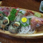 民宿 菊水 - 料理写真:船盛三人前 メインはカサゴ