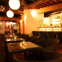 南国バリ風の店内で素敵な空間とおいしい料理を