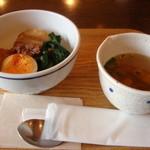 オリーブ - 今日の日替わりランチは豚の角煮丼セット@700