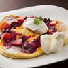 紫陽花珈琲 - 料理写真:【オーダーチョイスパンケーキ】プレーン生地にミックスベリーソースと北海道産イチゴとアイスをトッピングしました!