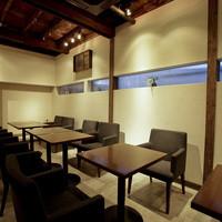 奥側の半個室のスペースが、14名様以上で貸切となります。