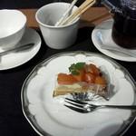 ケーズデリ - 柿のタルト(380円)とランチに付く紅茶