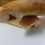 オンフルール - チーズとピリ辛トマトソースのカルツォーネ カット