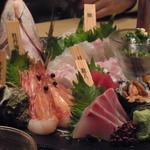 15663061 - 最近はお魚にこうやって名札つけてるところが多いですよね、特にこういう宴会系の店