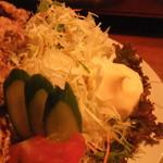 をかしら屋 - 鶏唐揚げL定食(サラダ)