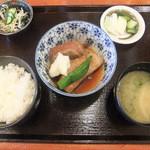 赤燈 - 豚角煮定食