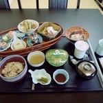 御料理 自治医大 多門 - にじ御膳 1890円 デザート ドリンクが付きます。