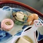 御料理 自治医大 多門 - 前菜 えび(えびの後ろに栗があります。) きのこの和え物