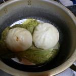 15711882 - 家庭の鍋で即席蒸し器