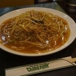 チャイナパーク - 箸と皿の比較